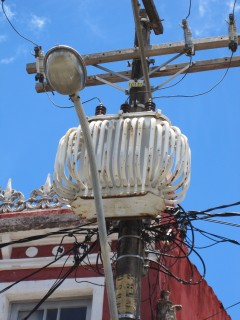 Utility lines dance with a street lamp, Salvador da Bahia