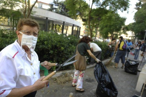 Friarielli Ribelli's soldiers cleaning up another public area
